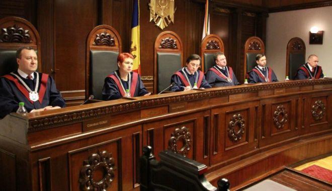 """Foto: Criza din Moldova, declarată """"puci"""". Curtea Constituţională şi Parchetul, anchetate"""