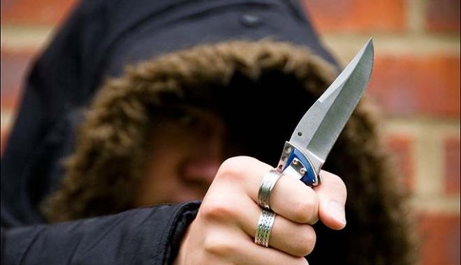 Foto: Tânăr tăiat cu cuţitul în plină stradă, la Constanţa