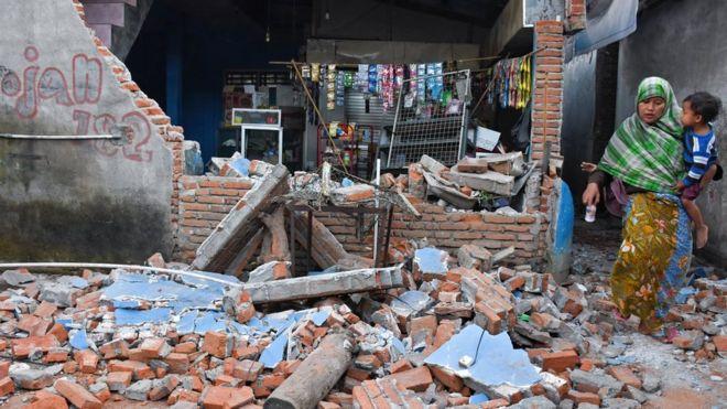 Foto: Cutremur violent în Indonezia: 142 de morți și sute de răniți pe insula Lombok