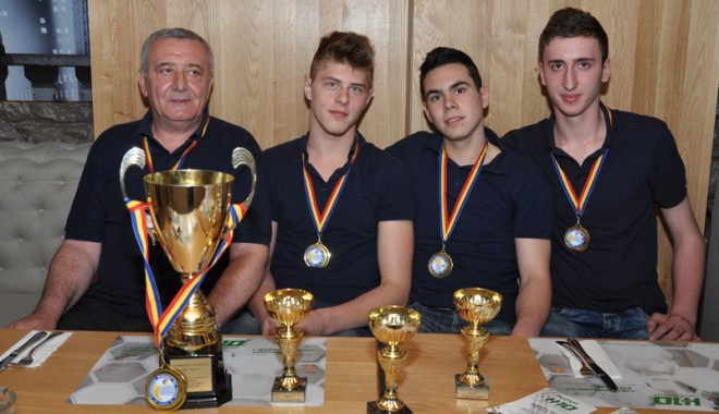 Campionii cadeți ai CVM Tomis Constanța au sărbătorit al doilea titlu național - cvmtomiscadeti3-1366820418.jpg