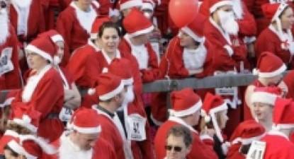 Foto: Sute de Moş Crăciuni au invadat centrul Londrei