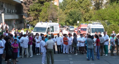 Foto: Un nou protest spontan la Spitalul Jude�ean