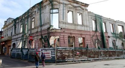 Foto: Clădirile abandonate din Peninsulă, bombe cu ceas în inima Constanţei