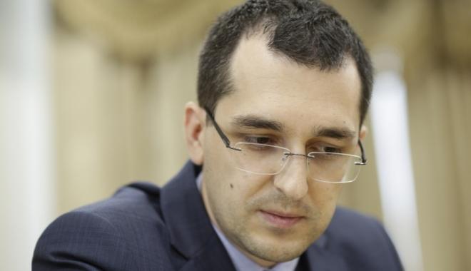 Foto: Vlad Voiculescu, noi acuzaţii grave pe Facebook la adresa ministrului Bodog