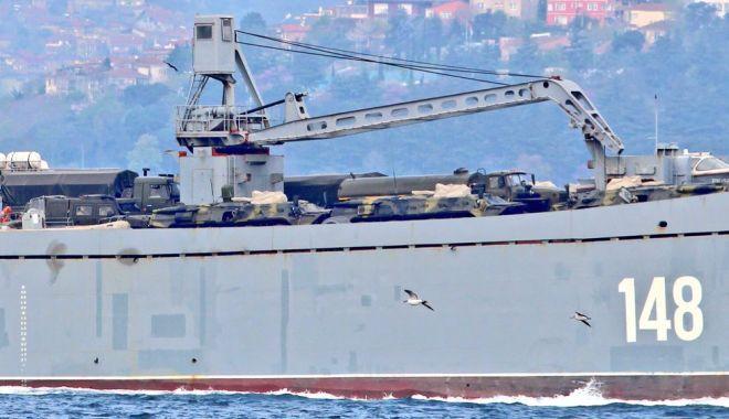 GALERIE FOTO / Nave de război ruse încărcate cu tancuri şi echipamente militare, reperate în drum spre Siria - da1gjqrumaegfx2-1523893059.jpg