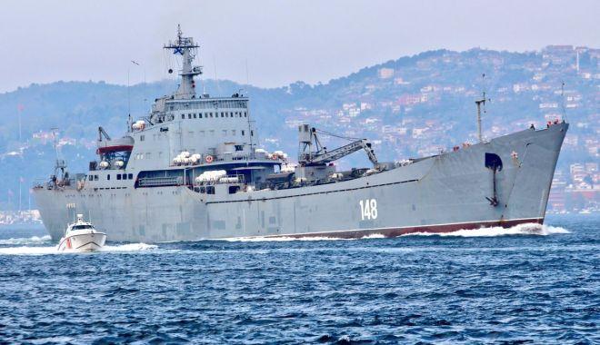 GALERIE FOTO / Nave de război ruse încărcate cu tancuri şi echipamente militare, reperate în drum spre Siria - da1xn87w4aibgc5-1523893084.jpg