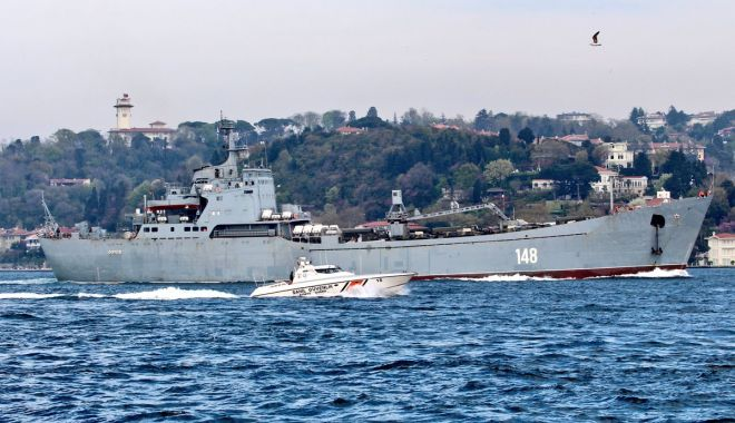 GALERIE FOTO / Nave de război ruse încărcate cu tancuri şi echipamente militare, reperate în drum spre Siria - da1xn9ax0ae3hhi-1523893078.jpg