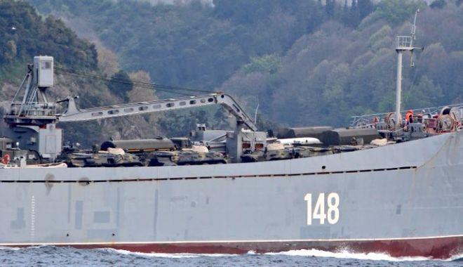GALERIE FOTO / Nave de război ruse încărcate cu tancuri şi echipamente militare, reperate în drum spre Siria - da1ymz8x0aadifs-1523893094.jpg
