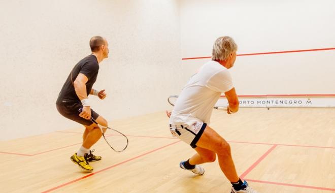 Foto: Dacă-i primăvară, constănţenii joacă squash!