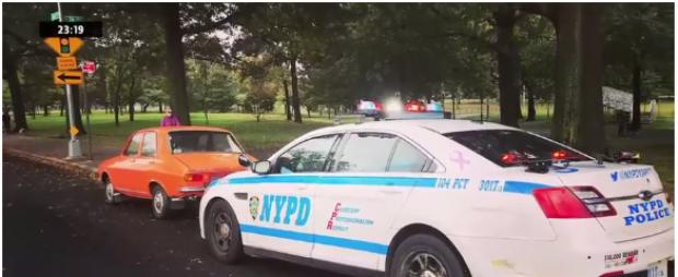 Foto: IMAGINEA ZILEI! Dacia 1300 a unui român, postată pe Facebook alături de o maşină a NYPD