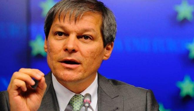 Foto: Dacian Cioloş răbufneşte, după ce moţiunea a trecut în Parlament