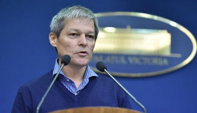 """Foto: Dacian Cioloş: """"Este nevoie de oameni noi  în politica din România"""""""