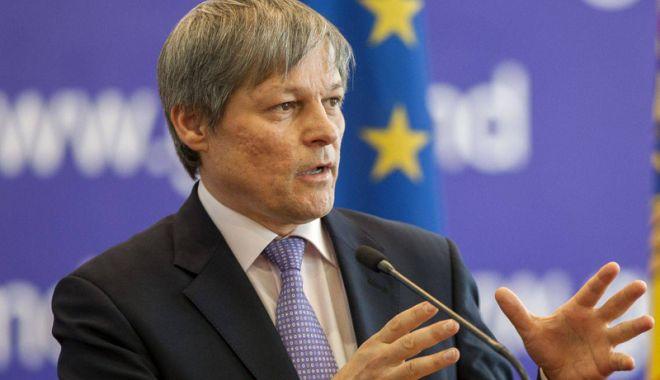 """Foto: Dacian Cioloș: """"USR este un partid de nișă"""".  Ce răspund cei vizați"""