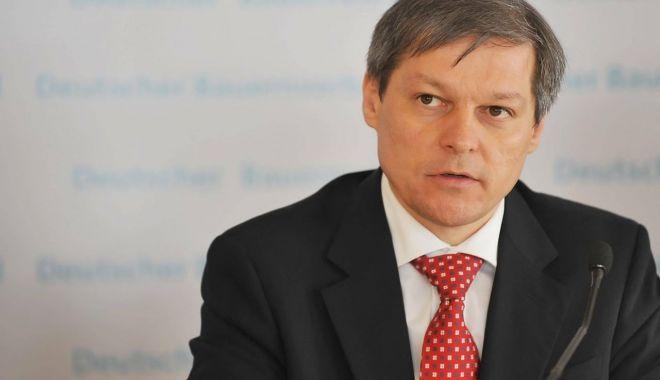 """Foto: Dacian Cioloș: """"Este timpul Parlamentului să voteze revizuirea Constituției"""""""