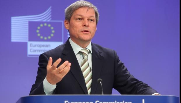 Foto: Dacian Cioloş, despre Viorica Dăncilă: Mi se pare puţin bizară asumarea funcţiei de prim-ministru
