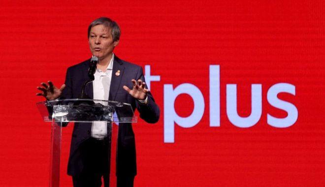 Foto: Dacian Cioloș, primul pe listă la europarlamentare în Alianța 2020 USR-PLUS