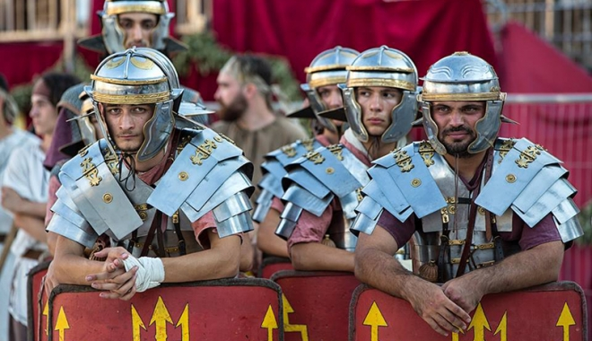 Foto: Dacii şi romanii se luptă, în week-end, în Parcul Tăbăcărie