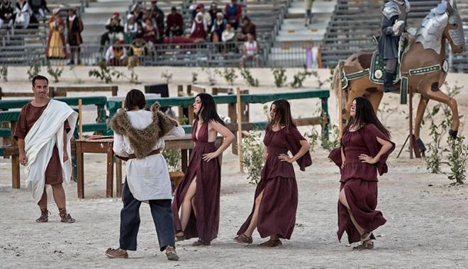Dacii şi romanii se luptă, în week-end, în Parcul Tăbăcărie - daciisiromanii1-1503069025.jpg