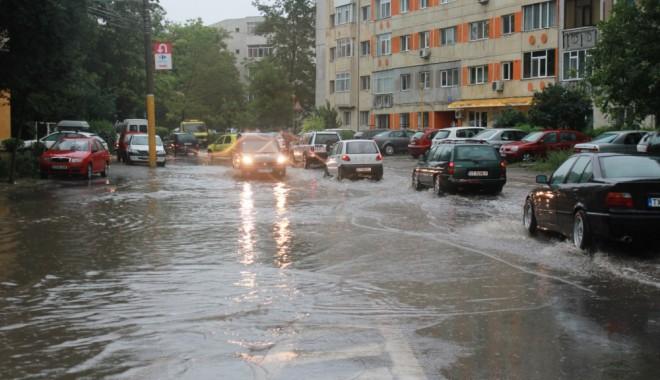 Foto: Cod portocaliu de furtuni / Atenţie şoferi, nu funcţionează semafoarele în Constanţa
