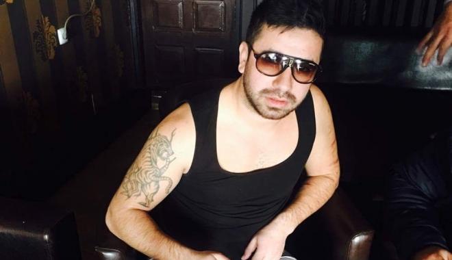 Foto: El este individul care a bătut doi agenţi în sediul Poliţiei