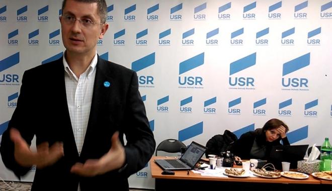 Foto: Dan Barna: USR şi PNL vor să depună o moţiune simplă împotriva ministrului Muncii