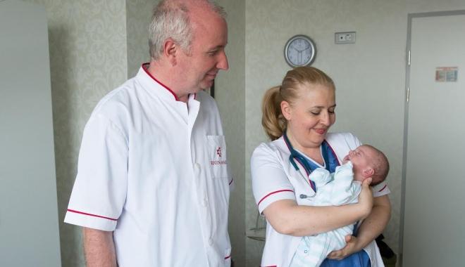 Foto: Medicul Dan Cristea oferă consultaţii, la Constanţa