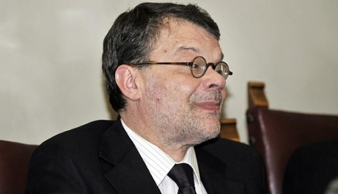 Foto: Ministrul Culturii, Daniel Barbu, păzit de o echipă a SPP