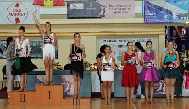Foto: Sute de tineri s-au întrecut la Festivalul  de dans sportiv de la Medgidia