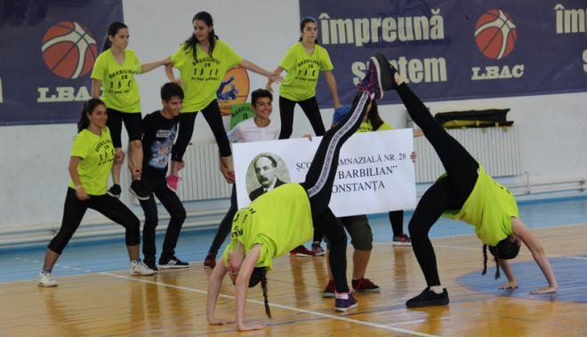 Foto: Concurs naţional de majorete şi gimnastică aerobică, la Constanţa