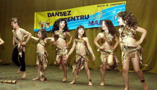 """""""Dansez pentru mare!"""". Sute de preşcolari intră în competiţia pentru marele trofeu - dansezpentrumare1-1559585785.jpg"""