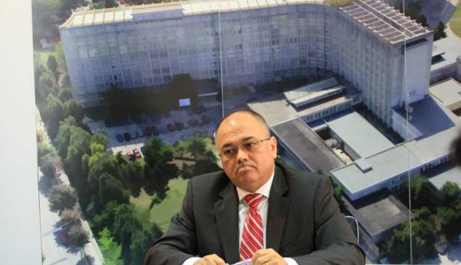 """Foto: Cum """"vămuia"""" Dănuţ Căpăţînă toţi banii ce ieşeau din Spitalul Judeţean. Sumele sar de 1 milion euro"""