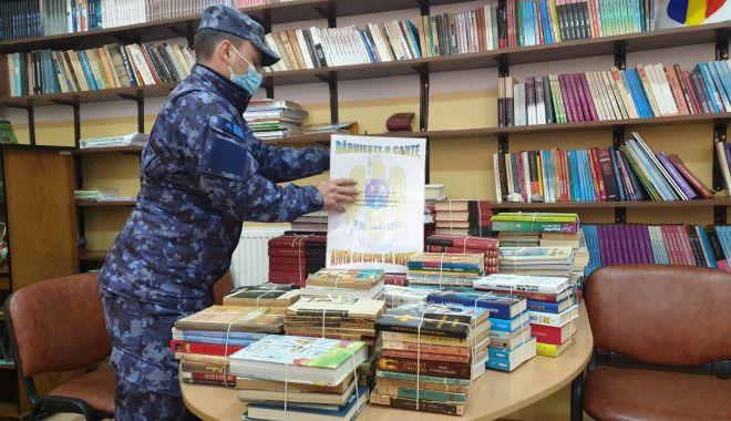 Donaţie de la militari pentru şcoala din Corbu - daruiesteocarte-1619725681.jpg