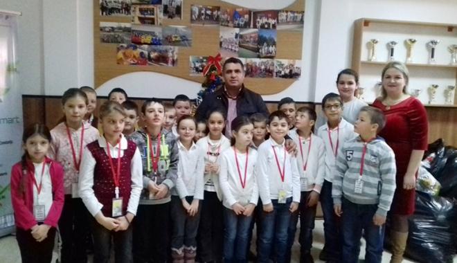 Foto: Moş Crăciun a ajuns la elevii  Şcolii Gimnaziale nr. 1 Poarta Albă