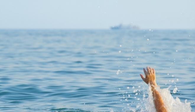 Foto: UPDATE / Trei persoane în pericol de înec pe plaja din Năvodari şi Eforie Nord