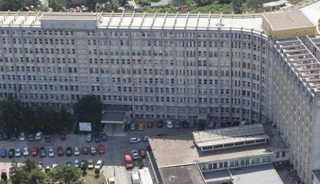 Foto: Copilul căzut de la etaj va fi operat pentru multiple fracturi