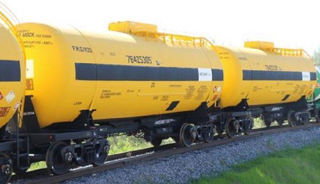 PERICOL EXTREM! Scurgere de metanol la un tren lovit de mașină - ddd-1580369062.jpg