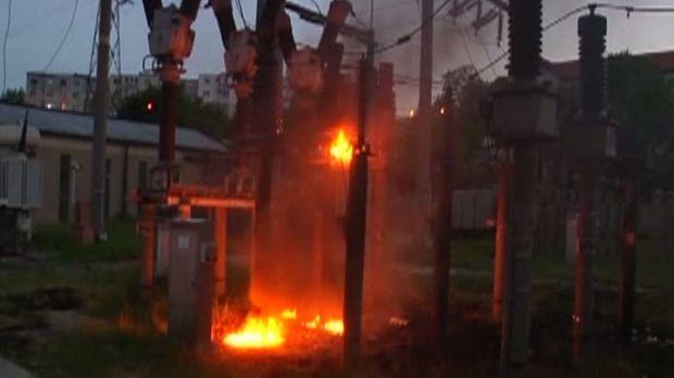 Foto: Zece blocuri, fără curent electric în toiul nopții! Ce au descoperit pompierii