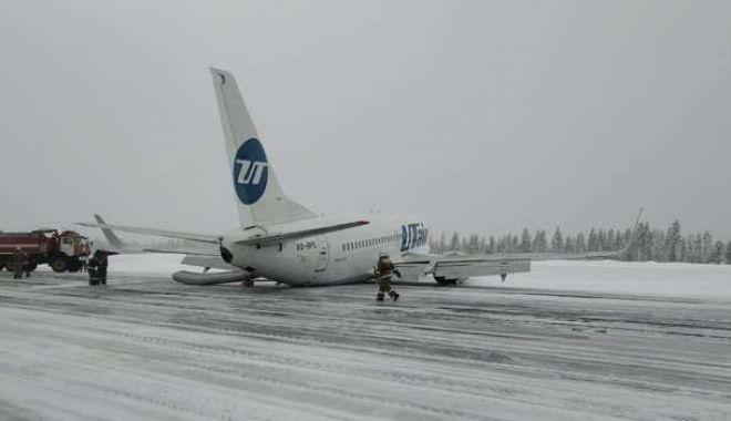 Aterizare cu peripeții în Rusia! Pasagerii au fost evacuați pe tobogane - ddd-1581258767.jpg
