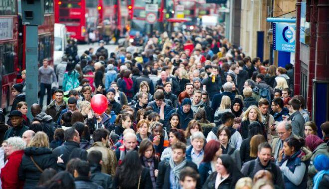Foto: În ciuda Brexitului, românii se înghesuie în continuare la muncă în Regatul Unit