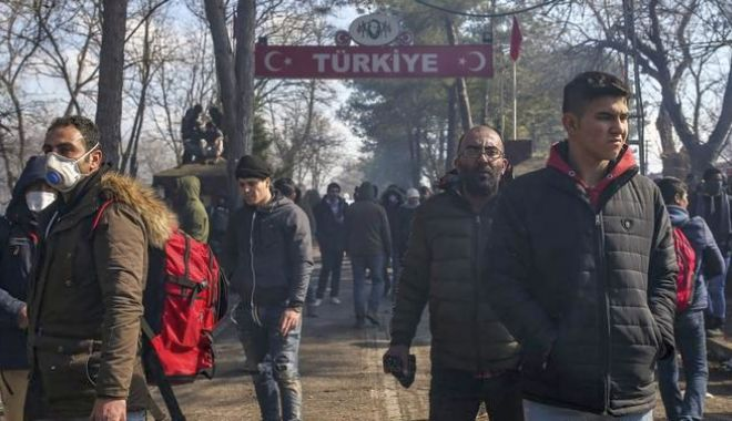 Armata turcă forțează migranții să treacă frontiera greacă - dddd-1583243897.jpg