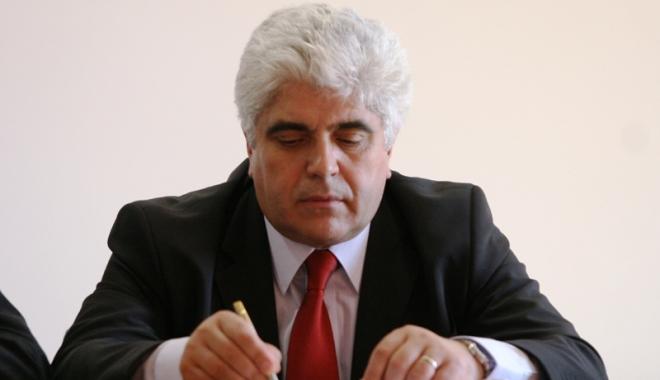 Decan condamnat la 9 ani pentru 200 euro mită. Vântu, condamnat la 8 ani pentru furtul a 13 milioane dolari