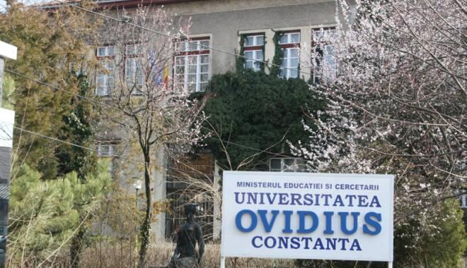 """Foto: Scandal şi ape tulburi la Facultatea de Farmacie a Universităţii """"Ovidius"""""""