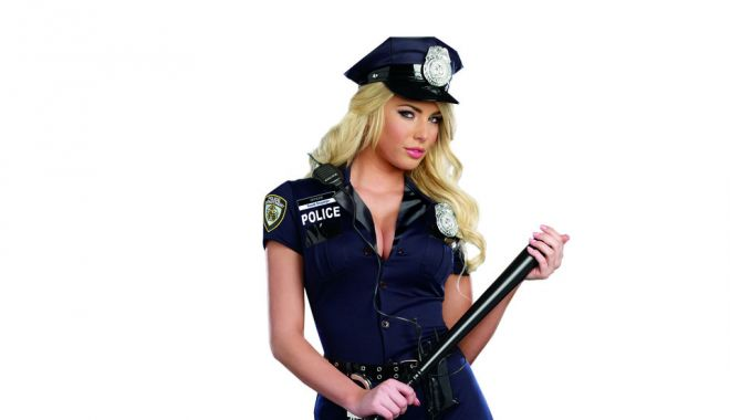 Foto: De ce o polițistă a fost ajutată cu întârziere de un coleg