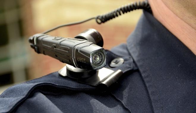 """Foto: De ce nu au poliţiştii camere video? """"Pe domnii politicieni îi doare când sunt amendaţi  şi nu mai pot suna pentru intervenţii"""""""