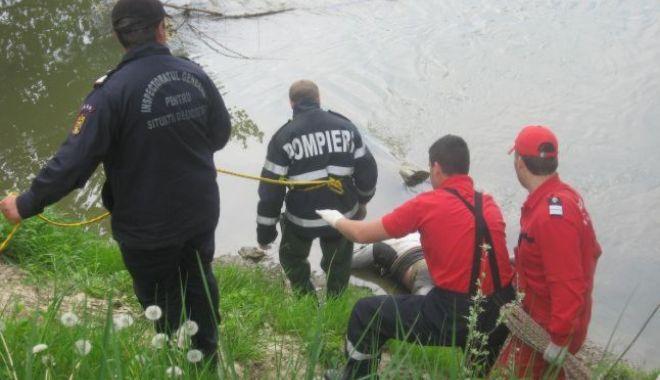 Foto: Tragedie în judeţul Constanţa. Un bărbat a murit după ce a căzut într-un canal de irigații