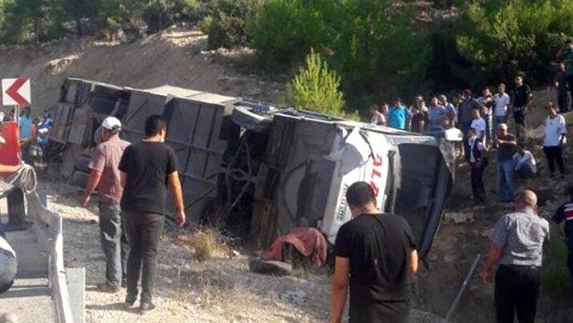 Foto: Cinci militari morți și zece răniți, după ce autobuzul în care se aflau s-a răsturnat