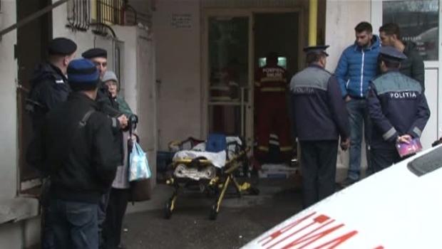 Foto: O femeie a murit după ce a căzut pe scările blocului în care locuia