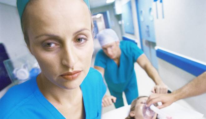 Foto: De ce iau medicii şi asistentele bătaie de la pacienţi?