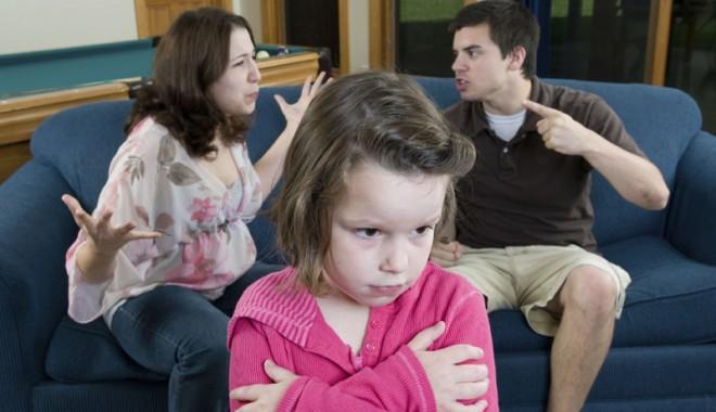Foto: Copilul înjură şi este agresiv? Sunt şanse mari ca la maturitate să ajungă delincvent