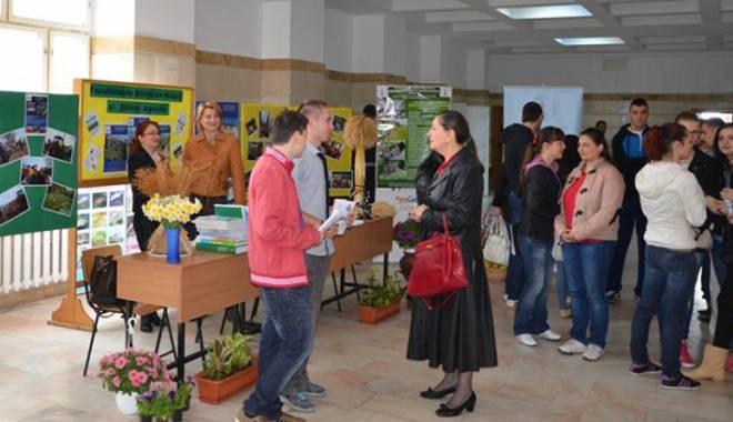 Foto: Decide-ţi viitorul la Târgul Educaţional Maritimo